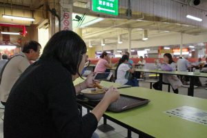 R0001269b-Eat-and-view-handphone